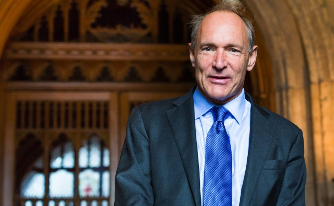 "Tim Berners-Lee, creador de la World Wide Web, dice que su invento ""está amenazado"""